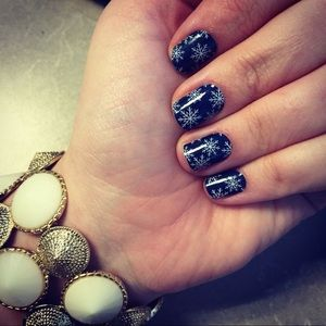 3/$15✨Jamberry Nail Wrap 'Winters Edge' Half